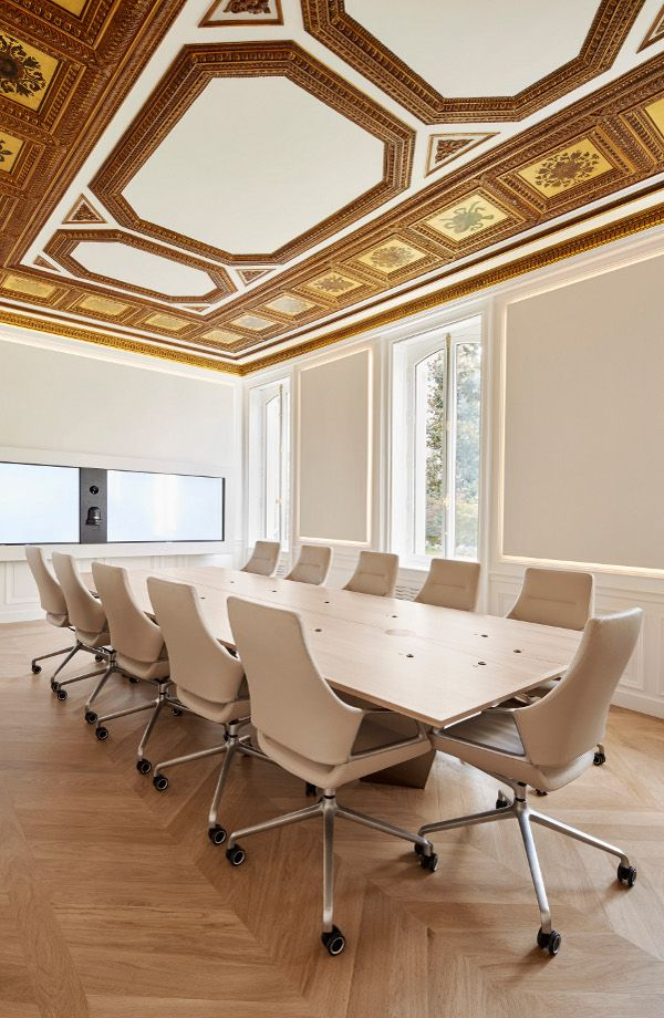 Case study: Wendel Investissement in Paris with Graph conference chairs. Architect: Lemoal&Lemoal, Partner: Uber Modern Paris.