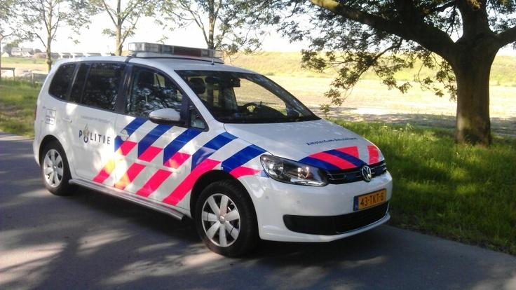 Aug. 2012, VW Touran. Standaard surveillance voertuig voor de wijkteams.