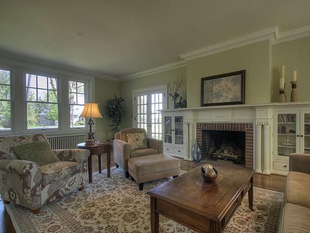 Tour #TaylorSwift's Childhood Home: Living Room>> http://www.frontdoor.com/photos/tour-taylor-swifts-childhood-home?soc=pinterest