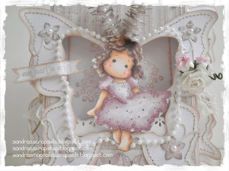 A lovely gift! Two boxes turned into a Butterfly box gift! In the back box you can insert a small gift.  The template is complete with all p...