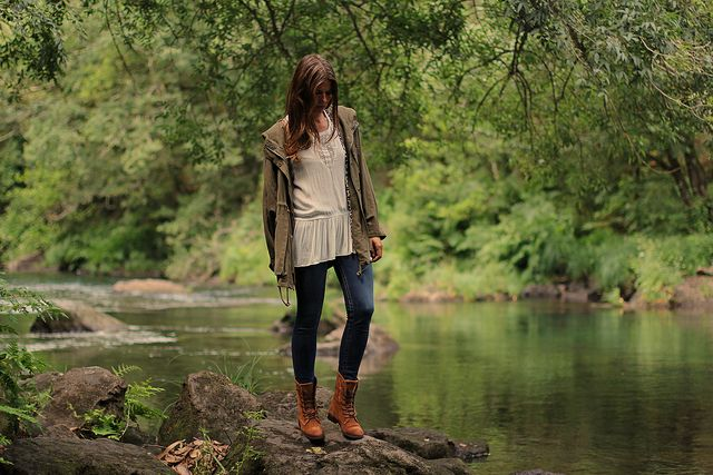 it_shoes-trendy_taste-look-outfit-street_stile-AW13-14-green_parka-parka_militar-verde-true_religion-blue_jeans-vaqueros-camel_boots-botas_camel-white_blouse-blusa_blanca-fashion-moda-8 by Trendy Taste, via Flickr