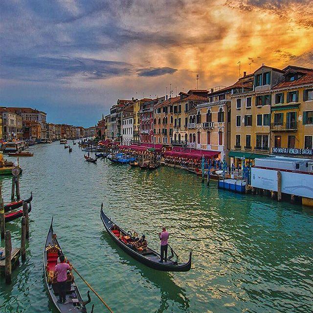 Venice 🍦💞💓💕💓🌴 Follow @travel.dost🍸🍻🍻💕💞💓🍟🍸🍟🍨 📷🎇📷📷🎇@kyrenian @travel.dost💟🍻🍨🍷💟🍨 #instago #travelpics #tourist #wanderer #wanderlust #travelphoto #travelingram #mytravelgram #visiting #travels #travelphotography #tagsta_travel#beauty #amazing #arountheworld #tourist#solotravel #instago #ig_worldclub #worldcaptures #tourism #worldplaces #worldingram #traveller #traveler #hotel #luxuryhotel