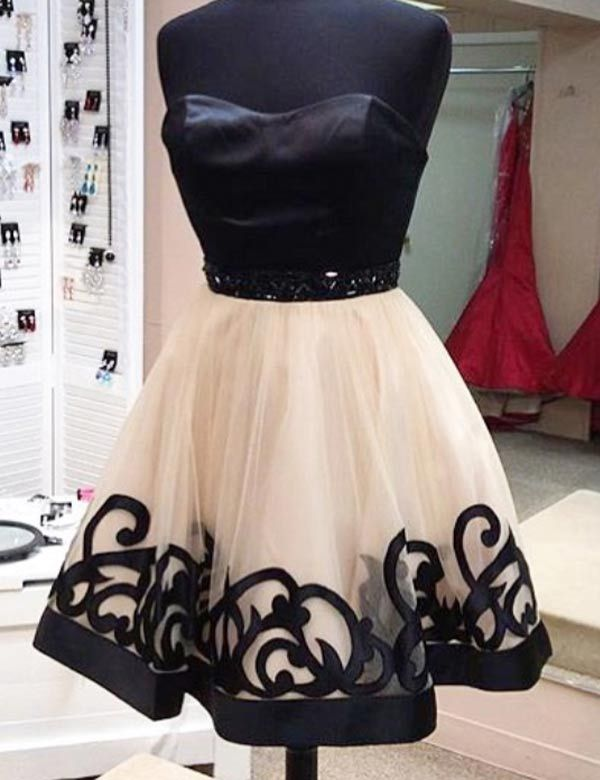 Modern Sweetheart A-line Short Homecoming Dresses with Black Appliques