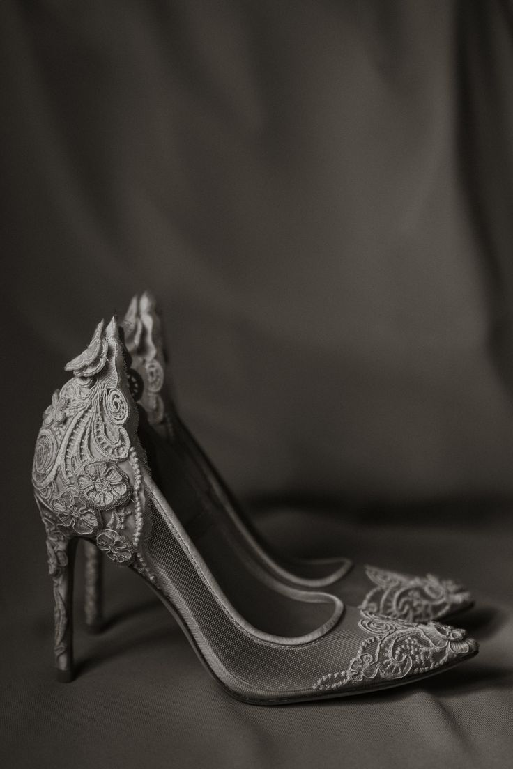 Imagine by Vince Camuto wedding shoes; PHOTOGRAPHY Joel + Justyna Bedford; destination wedding photographers
