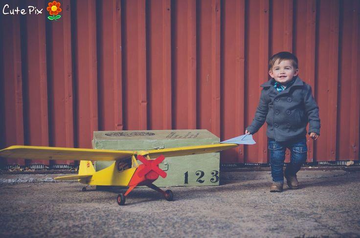 Airplane inspired children's outdoor shoot