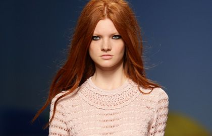 Schwarzkopf Hair Color:  Autumn-leaf red hair looks marvellous all year round. The colour is reminiscent of the warm Indian summer glow © Getty Images