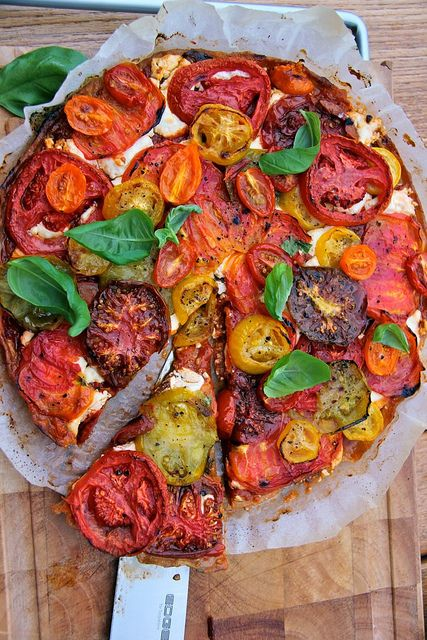Tarte Paysanne Provencale - here is a different recipe - basically this is tomatoes with chevre http://cuisine.journaldesfemmes.com/recette/312734-tarte-provencale-a-la-tomate-et-au-chevre