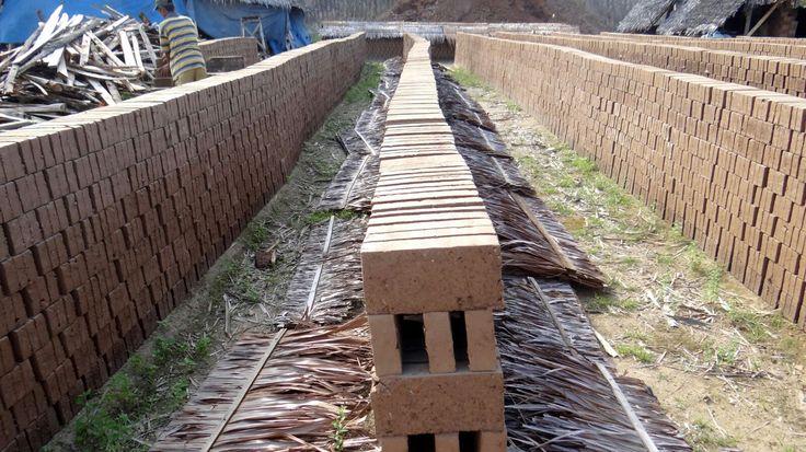 Produsen & Supplier Batu bata merah berkualitas solusi untuk memenuhi kebutuhan pembangunan anda dapatkan produk dan harga terbaik langsung dari pabrik  UKURAN :  panjang : 19,5 cm lebar : 9,5 cm tebal : 4cm  free ongkos kirim dan ongkos bongkar  melayani partai besar maupun retail  Website: www.batubatamerah.com WA only: 087779398498 IG     : www.instagram.com/batubatamerahcikarang FB     : www.facebook.com/batubatamerahberkualitas E-mail : batubatamerahcilegon@gmail.com