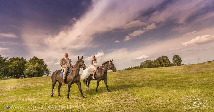 Sesja ślubna w plenerze - #Stadninakoni - #ZdjęciaSłomińskiego #konie@fotoslominskiwww.fotoslominski.pl - sesja na koniach.  Piękna sesja ślubna - Stadnina koni w Książu.