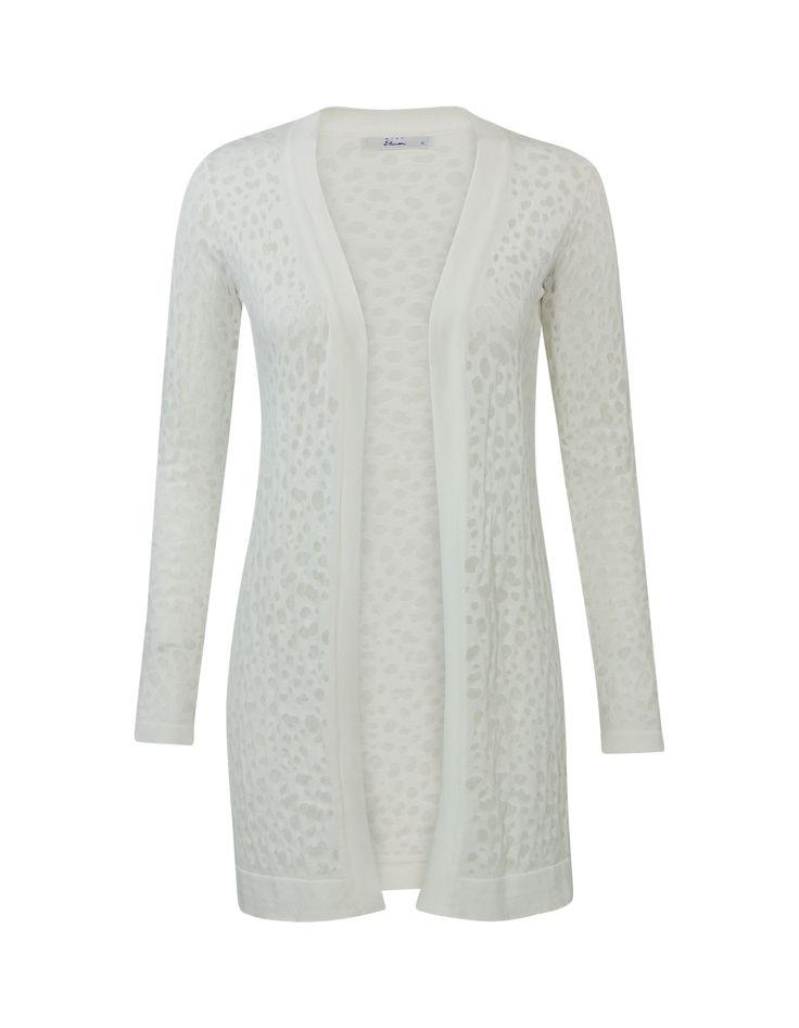 Wit vest met lange mouwen en een openvallende halslijn. #missetam