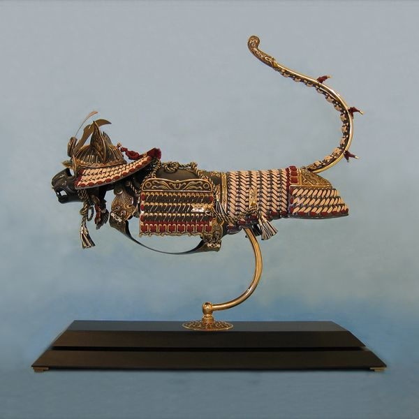 Intricate, true-to-size armor made to fit cats & mice by artist Jeff de Boer.     Check out his website- it's amazing!  www.jeffdeboer.com