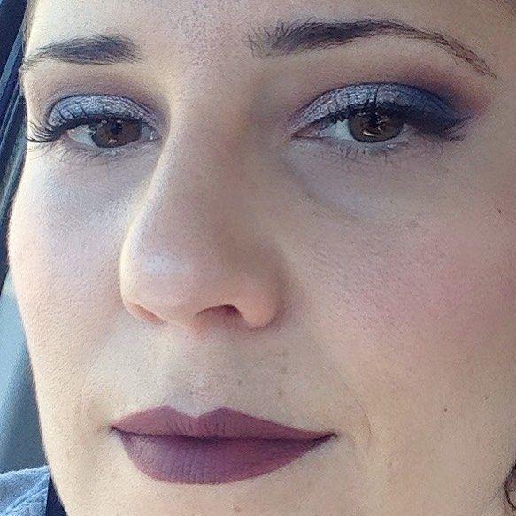 Y este fue mi look completo hace algo más de una semana. El maquillaje de ojos ya lo enseñé en detalle. Aquí os muestro que lo combiné con mi #lolita de #katvond  que me chifla. #makeuplook #fotd #motd #look #eyemakeup #instamakeup #evamcobos #evamcobosbeauty #evaimnotmua #imnotmua #cosmetics #maquillaje #cosmetica #beauty #belleza #makeuplover #makeupaddict #allaboutmakeup #makeup  #ilovemakeup #makeupbyme #makeupobsessed #makeupart #makeuplove #makeupfanatic #makeuptime #makeuplife