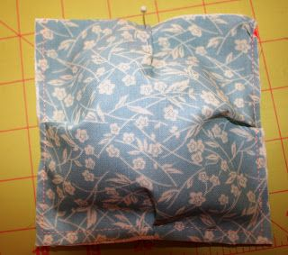 Another method for making this - not quite a quilt but I still want to make it! Buzzing and Bumbling: Puff or Biscuit Quilt Tutorial -Part 1
