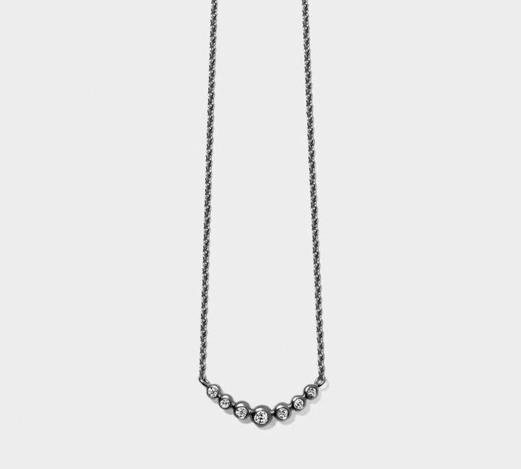 Miss Neola Halskæde af Line & Jo: En fantastisk halskæde i rhodineret sterling sølv med 7 smukke diamanter. Rå og feminin på én gang <3 Passer perfekt til Miss Easton øreringene. Se flere lækre smykker fra Line & Jo her: http://www.oersnes.dk/produkter/42-line-og-jo-smykker/ - masser af feminine smykker med kant! #smykker #lineogjo #missneola