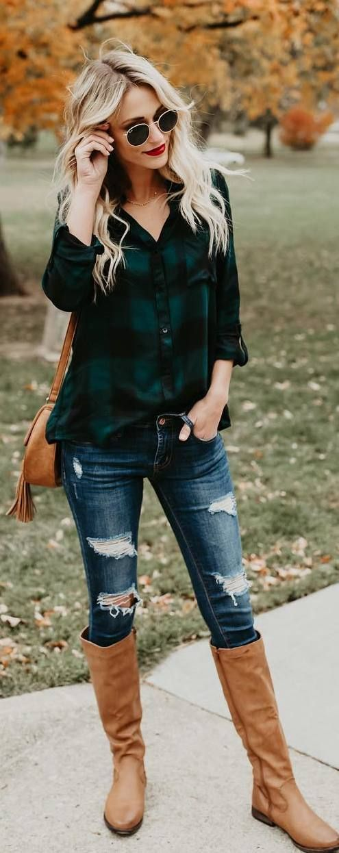 #fall #outfits green bottom shirt ripped jeans beige boots