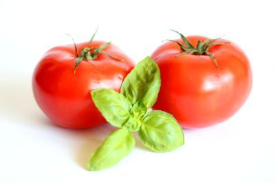 Pomidor i bazylia: Pyszne ciasto z wiśniami i kruszonką