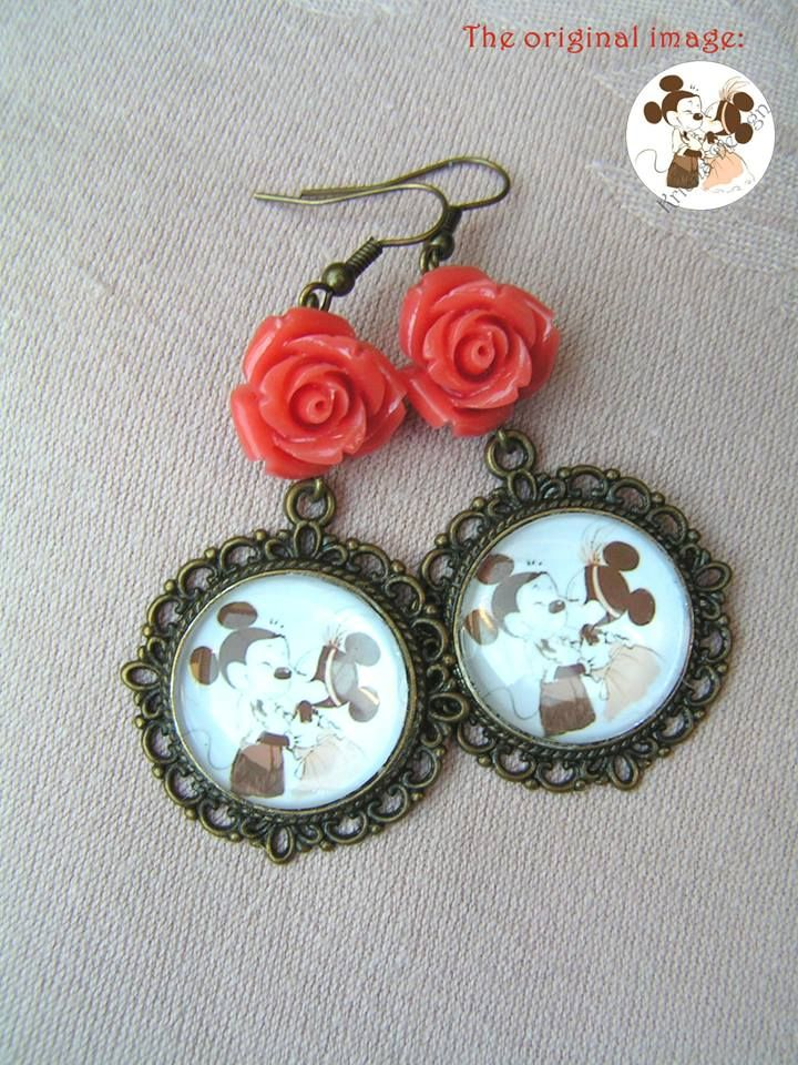 Mickey Mouse and Minnie in the 1920s  --    Lovely glass cabochon picture earrings combleted with cute, red synthetic coral roses.  The scalloped pendant's diameter are: 30mm; the pictures diameter are 20 mm The total length of earrings: 6.5 cm