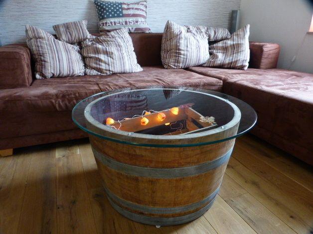 Weinfass-Tisch mit Glasplatte