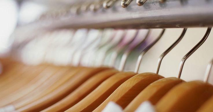 ¿Cómo funcionan las secadoras de vapor?. Las secadoras para ropa convencionales aplican calor para evaporar la humedad. Usar el vapor provocado por el agua caliente puede verse como un extraño agregado al proceso; sin embargo, usado en combinación con el calor, el vapor produce que la ropa se mantenga limpia y libre de arrugas. Las secadoras de vapor se han usado por empresas de limpieza ...