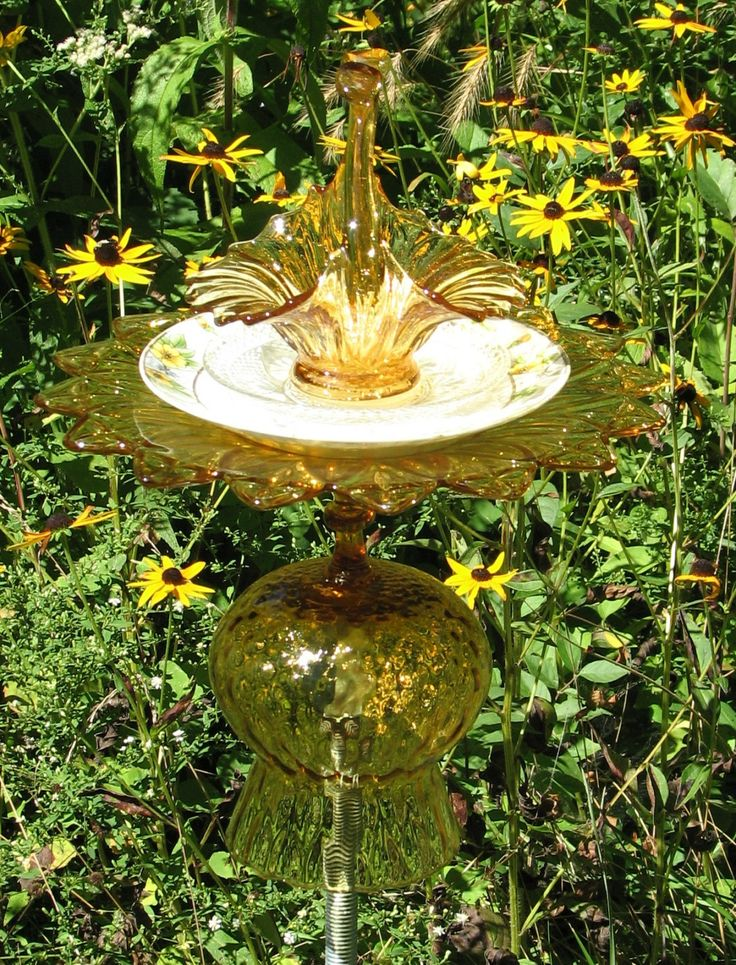 528 best images about garden totems on pinterest bird for Recycled glass art projects