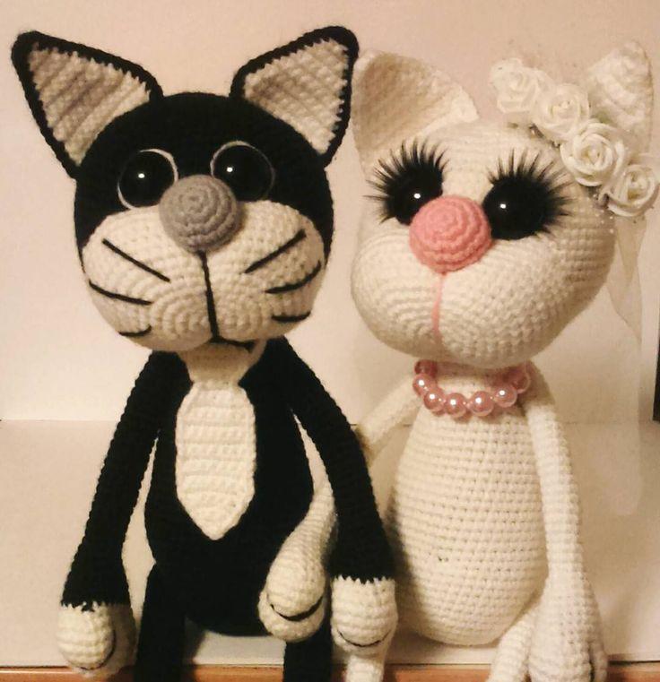 Жили-были два кота... Вернее кот и кошка и однажды в марте они решили пожениться... #вязаные_игрушки  #вязание #вязаныекоты #явяжу #игрушкиручнойработы #игрушкикрючком #хендмейд #амигуруми #котики #свадьба #мартовскийкот #вяжутнетолькобабушки #handmade #amigurumi #weamiguru #crochettoys #knittedtoy #MGknit #magikstore #toys_gallery #мое_лучшее_рукоделие by marusya.geraschenko