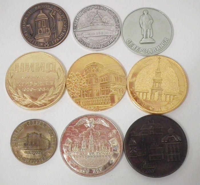Sovjet-Unie/Rusland - Set van 9 grote medailles  Sovjet-Unie/Rusland. Set van 9 grote medailles. Aluminium en brons. 40-60 mm.Bekijk de afbeeldingen voor een goede indruk.Zal aangetekend worden verzonden met tracking nummer.  EUR 5.00  Meer informatie