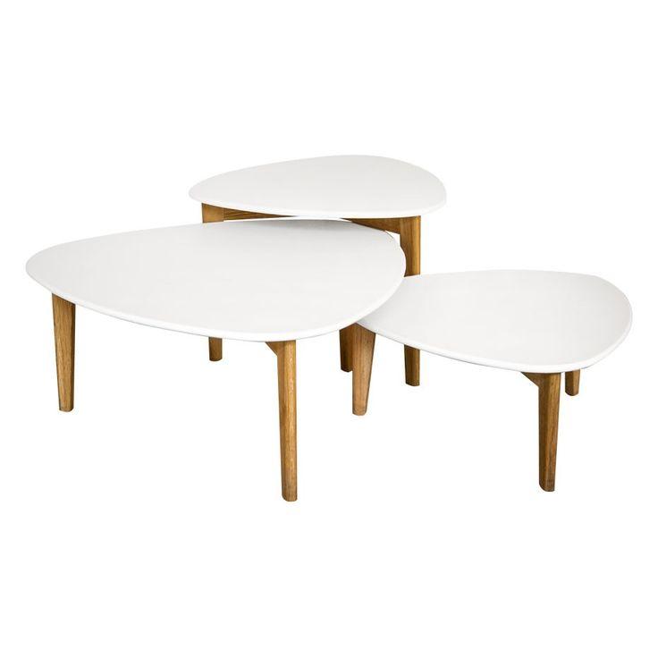 Especial para espacios pequeños, este juego de mesas de forma eliptica destaca por su diseño moderno y purista. Cubierta y pies en madera de Roble. Medidas: Mesa Alta  L  60  A  62 H  43, Mesa Mediana  L  80 A  82 H  35, Mesa Baja   L  60  A  62  H  28.