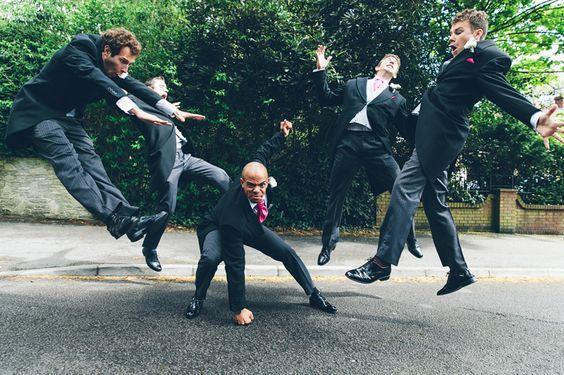 10 pictures de mariage pour garder des souvenirs mémorables avec les garçons d'honneur du marié