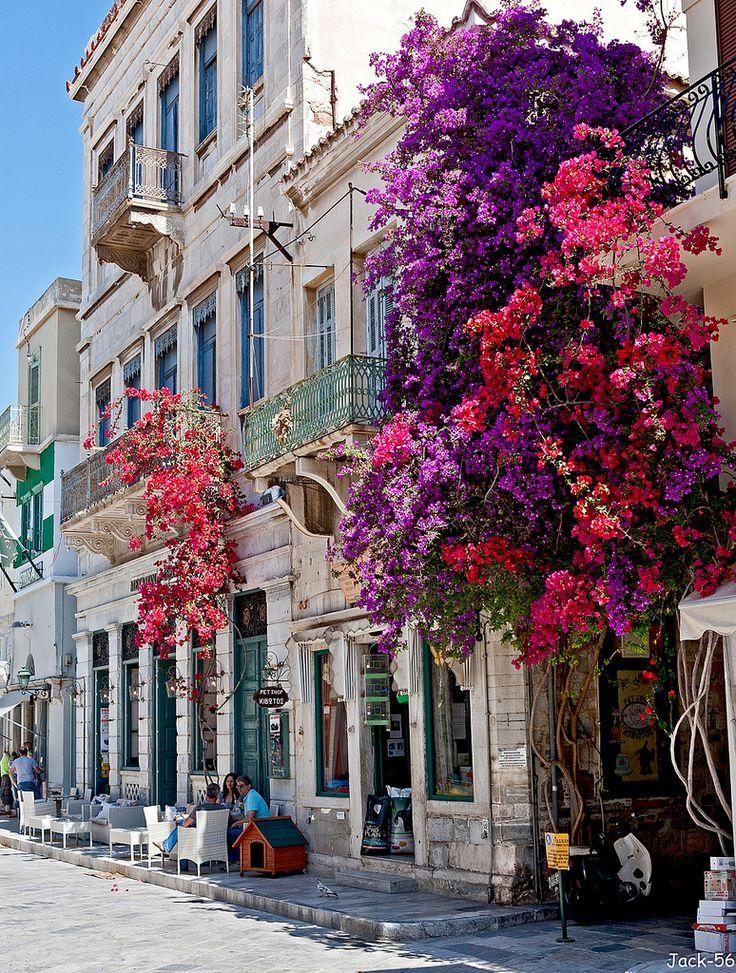 Η ολάνθιστη Ερμούπολη της Σύρου
