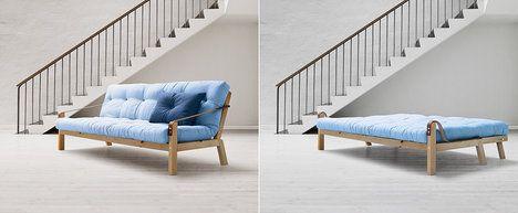Rozkládací sofa Poetry (design studio Says Who) je minimalistické, funkční, ale má přírodní a jemný vzhled. Cena je 13 889 Kč; Bonami