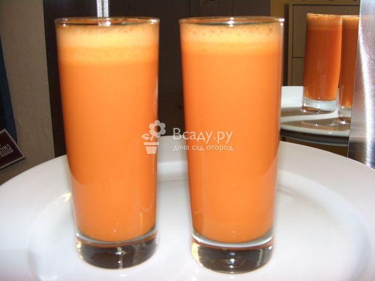 Сок из яблок и моркови можно употребить сразу или законсервировать на зиму и использовать как витаминную подпитку для организма.
