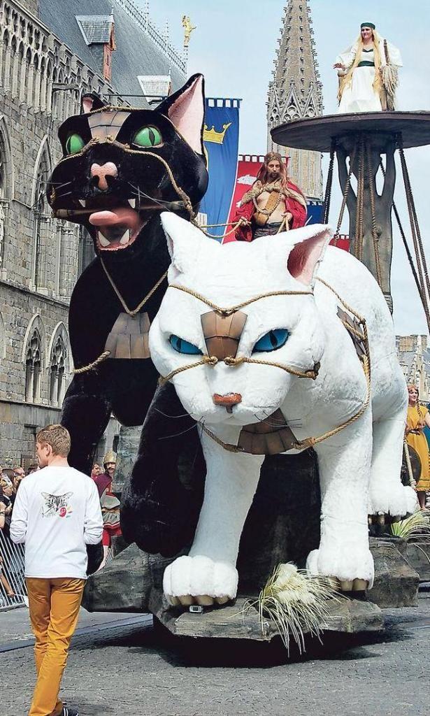 Freya's Chariot  2012 Cat Parade, Leper, Belgium