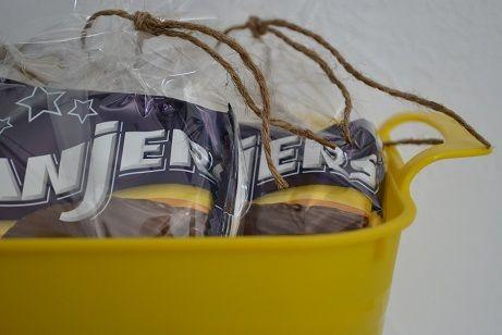 Unieke traktatietaarten en -manden zijn te vinden op feestboxen.nl! Trakteren was nog nooit zo'n feest! Ook de juffen en meesters mogen niet vergeten worden! Heerlijke koeken voor hen in een handig draagbaar mandje! Traktatie, trakteren, verjaardag, snoep, koek, juf, meester, leerkracht