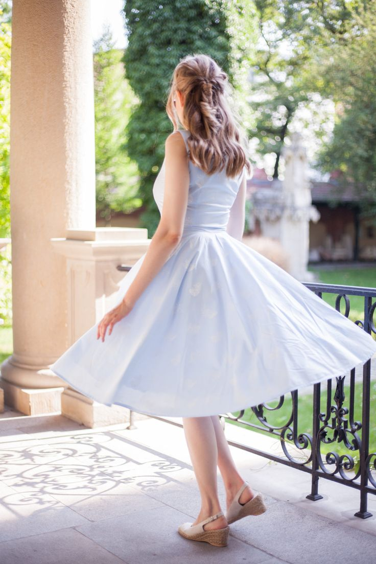 Fashion diary: błękitna sukienka w piórka