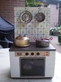 Dit had ik ook met pannetjes, je kon er echt op koken met speciale aanmaakblokjes! Wel gevaarlijk, maar mijn moeder hield het goed in de gaten!!