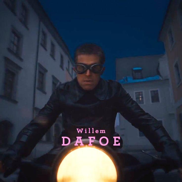 Willem Dafoe - Jopling on a bike