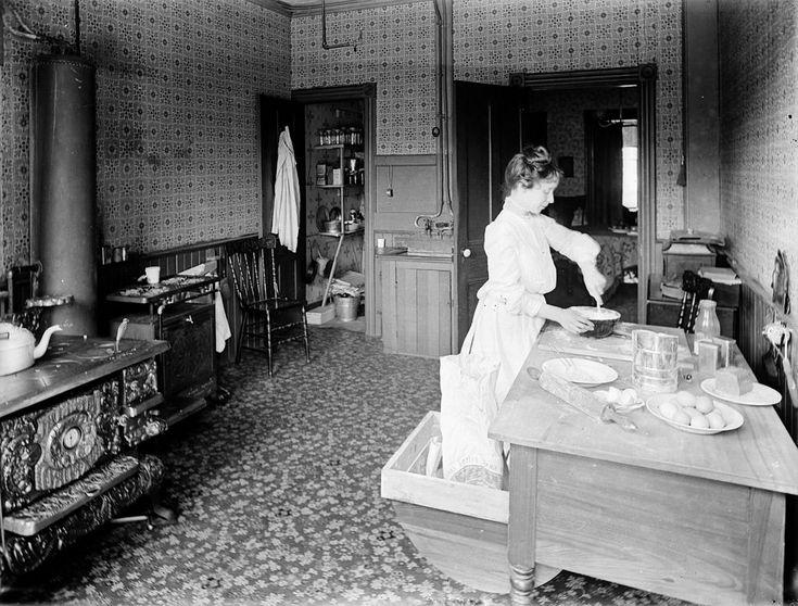 Mrs. Arthur Beales in der Küche der Beales home – Kitchen – Wikipedia