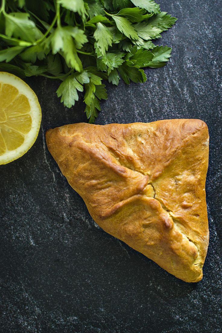 Fatayer jest daniem uwielbianym głównie w Libanie, Syrii i Palestynie. Błyskawiczny, pełen smaku i aromatów farsz zamknięty w najprostszym cieście.