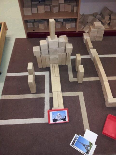 Bouwhoek  Foto fien vind het prachtig om bouwwerken te fotograferen en na te bouwen. Spelend rekenen  Domein: meetkunde