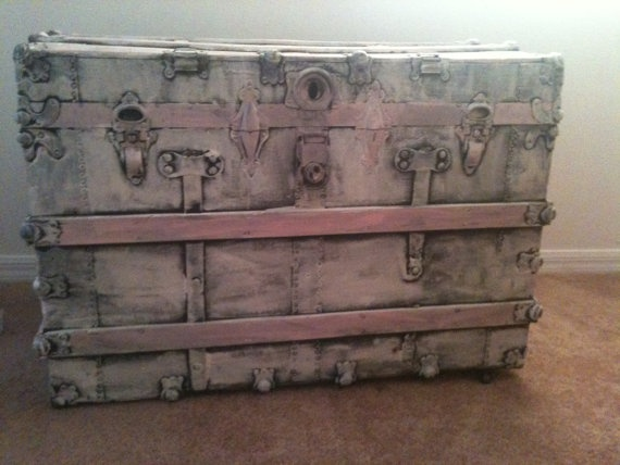 vintage shabby chic trunk my home pinterest vintage shabby chic shabby and vintage. Black Bedroom Furniture Sets. Home Design Ideas