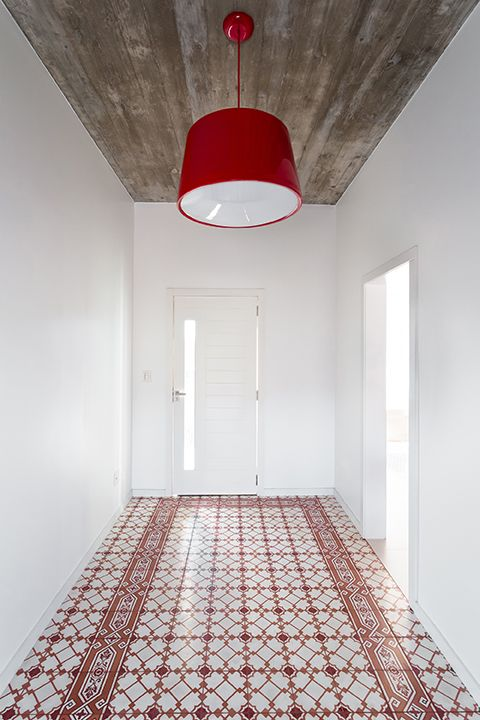 A #red Cloche pendant by Newline complements the Fabrica de Mosaicos tile in the #entryway. #hallway