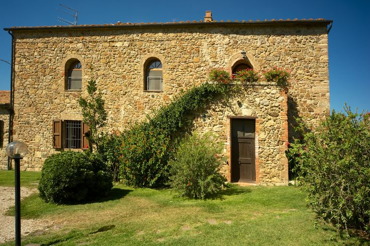 Il Ceppo is a farmhouse with six ground floor apartments facing onto one of the swimming pools and another two on the first floor.