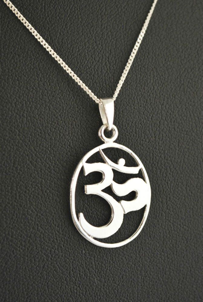 925 Sterling Silver Oval Om Pendant Necklace / Hindu Mantra Pendant and Chain #om #Pendant