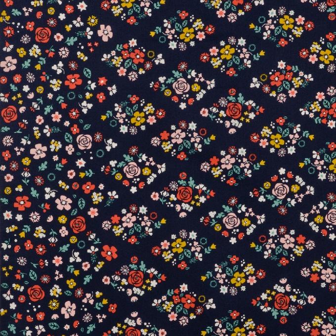 100% bio katoen - 110 cm breed - Medium weight  Border print met prachtige bloemen aan beide stofranden. Mooi om te gebruiken als onderkant van rok of kleed, aan uiteinden van mouwen, …