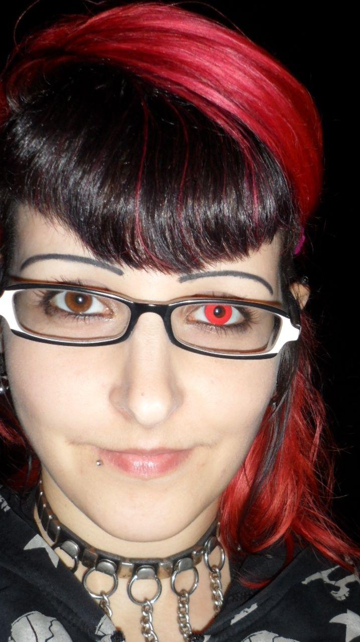 Produkttest: Doreen testet die rote Kontaktlinse – das rote Teufelsauge