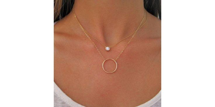Tus complementos estrella... los collares pegados al cuello! #moda #look #style #beauty #tipsbelleza Entra y veras!!