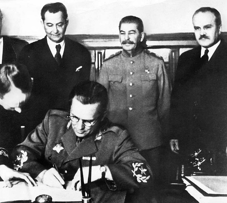 008 Tito, Stalin and Molotov at the signing ceremony of the