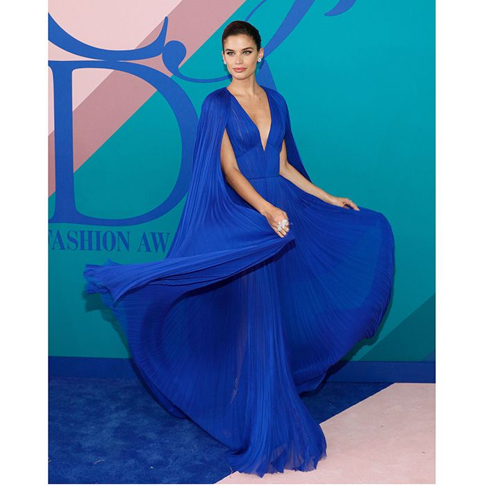 Sara Sampaio definitely would win the award for Best Twirl in her electric blue caped goddess gown by J Mendel.<br><p>Photo: Getty Images