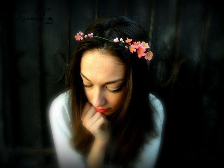 Coronita de par flori de piersic (35 LEI la LoveMade.breslo.ro)