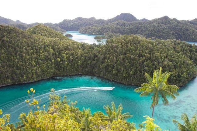 Explore wayak island ...raja ampat